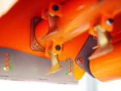 mittelschwerer mulcher mit front u heckanbau und hydraulische seitenverstellung für alle mittleren traktoren mit reifen oder gleisketten rino 180 rev