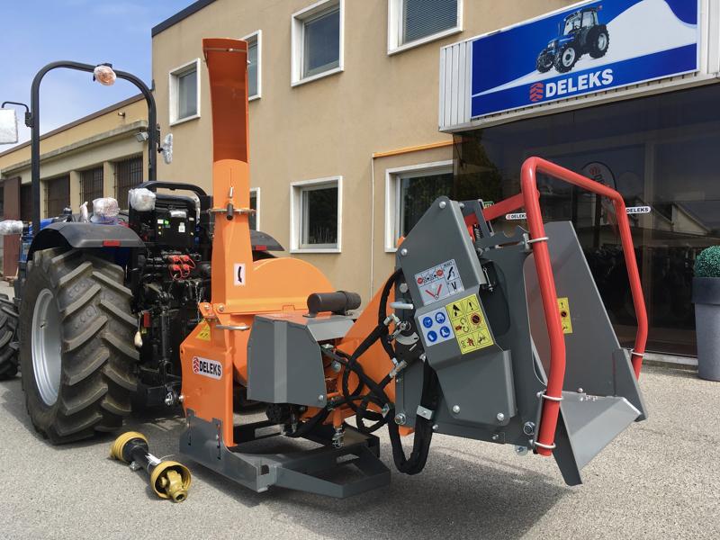 hydraulischer-holzhäcksler-mit-eigenölversorgung-für-traktor-mod-dk-1800