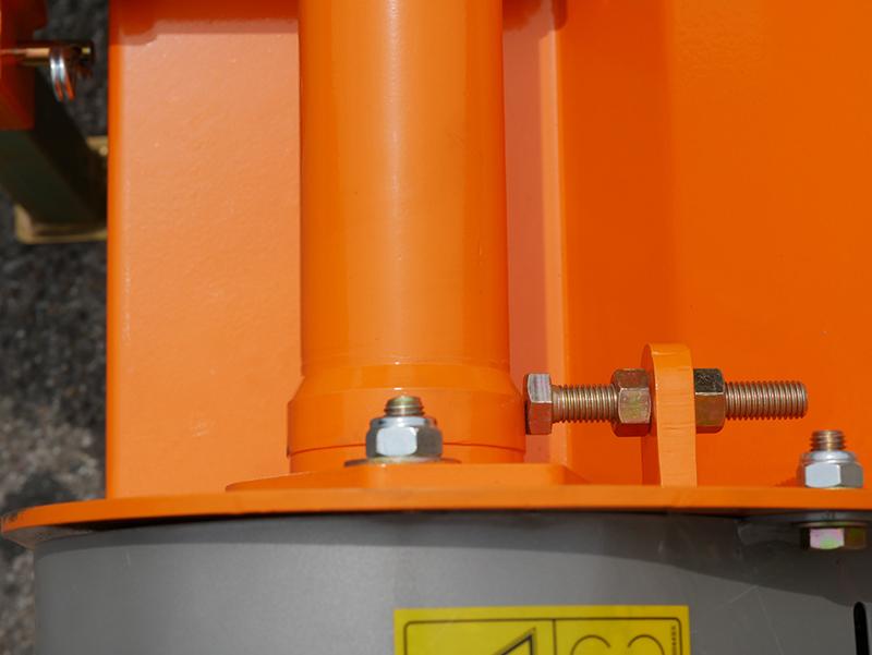 mittelschwerer-mulcher-mit-seitenverstellung-für-alle-mittleren-traktoren-mit-reifen-oder-gleisketten-mod-tigre-200