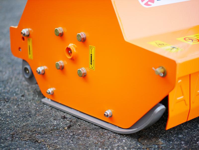 mittelschwerer-mulcher-mit-front-u-heckanbau-und-hydraulische-seitenverstellung-für-alle-mittleren-traktoren-mit-reifen-oder-gleisketten-deleks