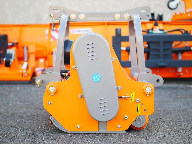 mittelschwerer-mulcher-mit-front-u-heckanbau-und-hydraulische-seitenverstellung-für-alle-mittleren-traktoren-mit-reifen-oder-gleisketten-rino-140rev