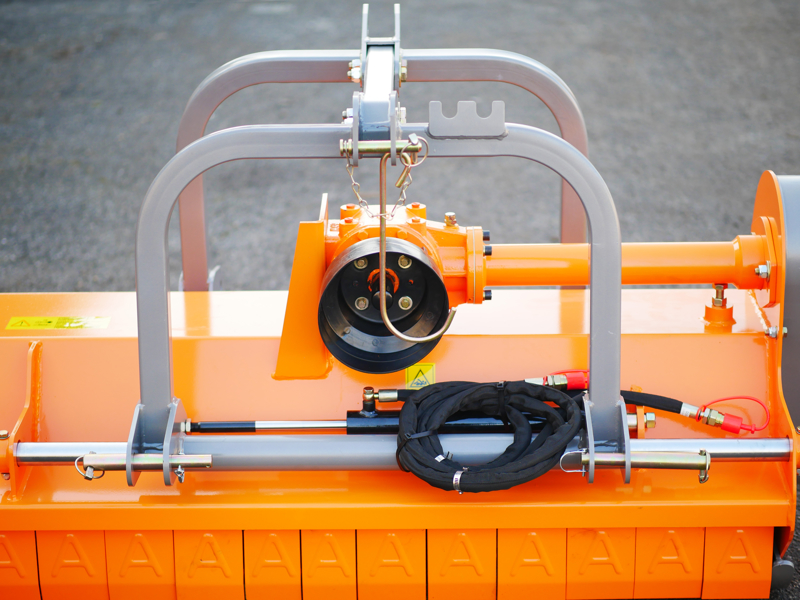 mittelschwerer-mulcher-mit-front-u-heckanbau-und-hydraulische-seitenverstellung-für-alle-mittleren-traktoren-mit-reifen-oder-gleisketten-rino-160rev