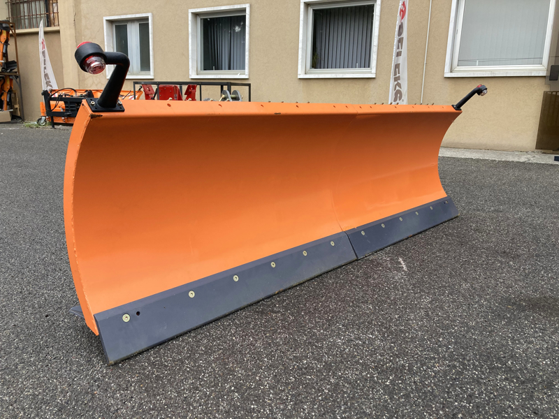 schneeschild-mit-dreipunkt-aufnahme-250cm-mittelschwere-ausführung-mod-ln-250-c